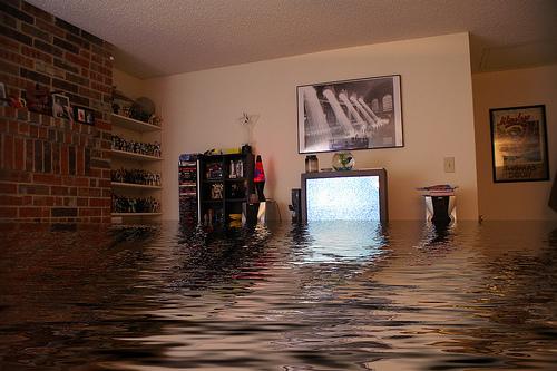 куда обращаться затопили соседи привел